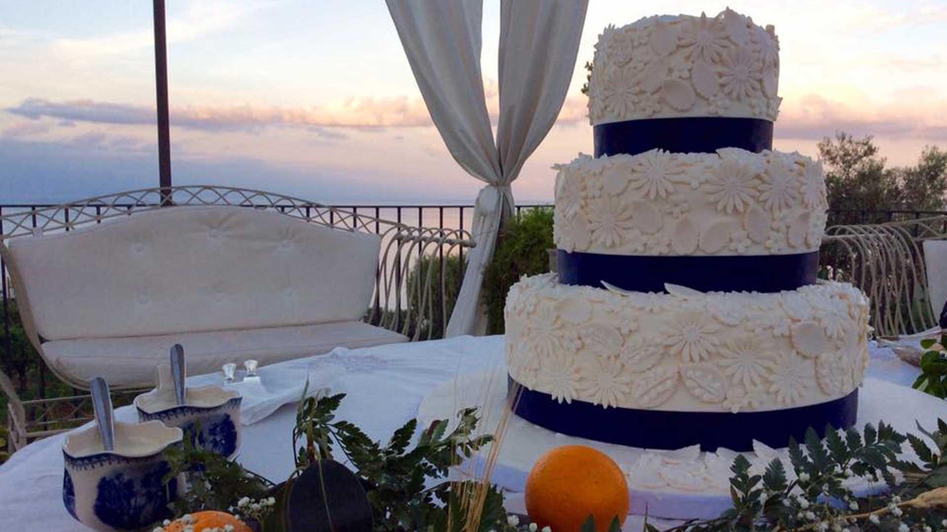 Torta Nuziale -Matrimoni a La casa del grecale